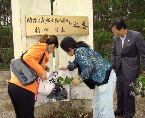 她是日本人,却帮中国对抗日本,日军送她绰号,中