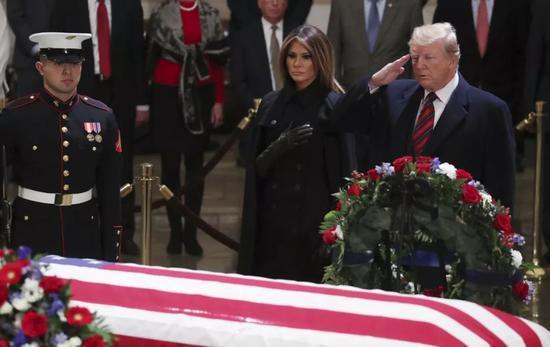 """美前总统老布什的葬礼 特朗普被""""禁言""""了"""