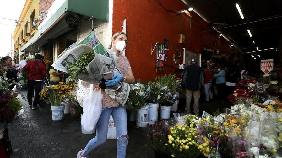 美国加州放松限制 花店重新开门