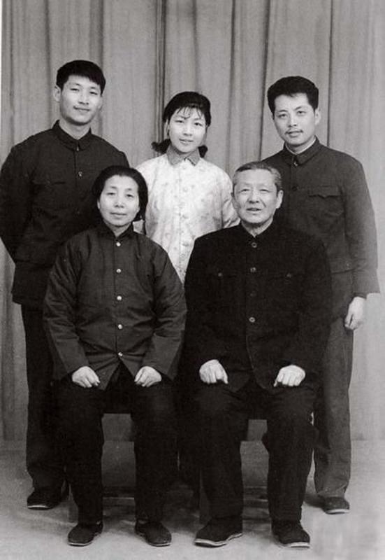 习近平总 书记和他的父母|一分快三计划-张家口国特环保工程有限公司