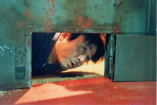 被囚禁在地下室20年,他學會了拍電影