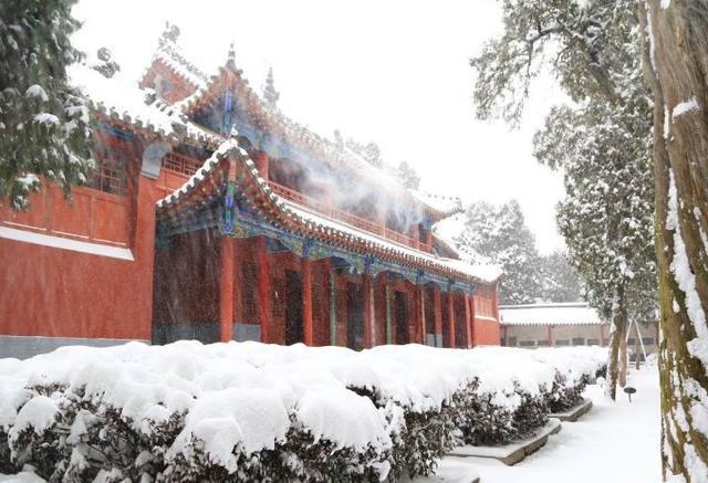南阳卧龙岗武侯祠雪景:雪中的卧龙岗 显得更加美丽