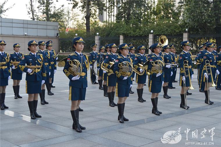 女子军乐队视频_空军女子军乐队:军中红玫瑰 文艺轻骑兵-北京时间