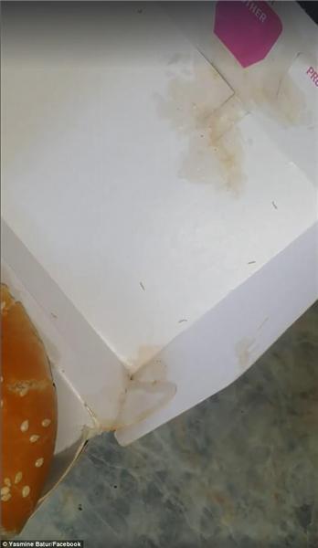 亚虎娱乐:女子吃麦当劳汉堡吃出蠕动的蛆_一旁丈夫瞬间吐了