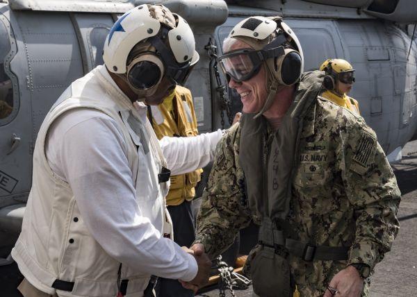 空降干部填空缺?美海军总部高官受命临时掌管美第5舰队