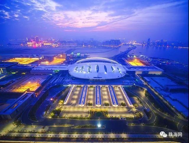 港珠澳大桥全线亮灯惊艳了全中国,振奋人心!