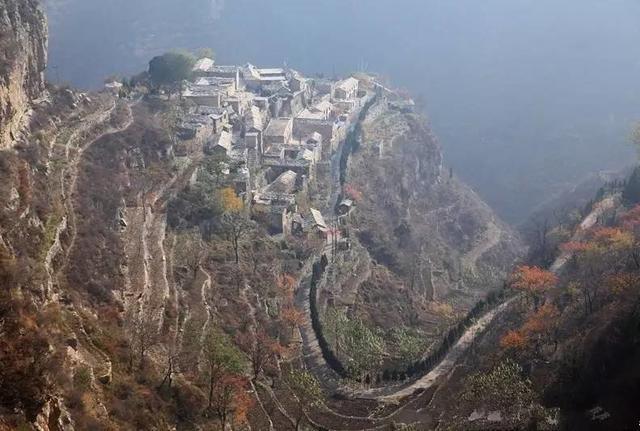 岳飞后人落难躲进深山,在悬崖绝壁上建起空中村,如今成为仙境 - 挥斥方遒 - 挥斥方遒的博客