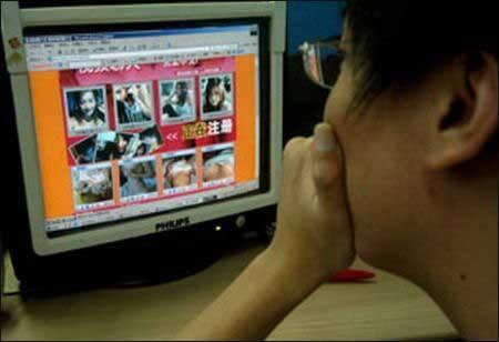 男子和女网友发生关系录像发网上 点击量达数百万被公诉