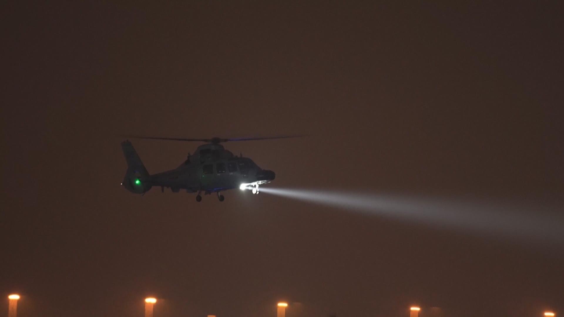 舰载直升机下半夜飞行训练