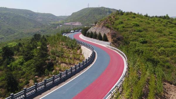 彩虹飘飞绿山间 山西首条自行车专用赛道惊艳亮相